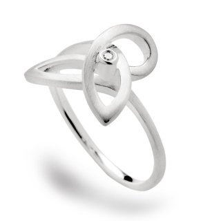 Geschlungener Ring in 925/- Sterlingsilber, schmaler mattierter Ringschiene, gekrönt durch einen Diamant.
