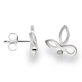 Geschlungene Ohrstecker mit mattierter Oberfläche und funkelnden Diamanten.