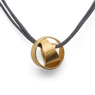 """Kratzmatter Knotenanhänger 925/- Sterlingsilber vergoldet. Halsschmuck aus der Designlinie """"Irresistible Knot""""."""